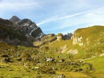 Blick von der Meglisalp zum Altmann (links) und zum Rotsteinpass