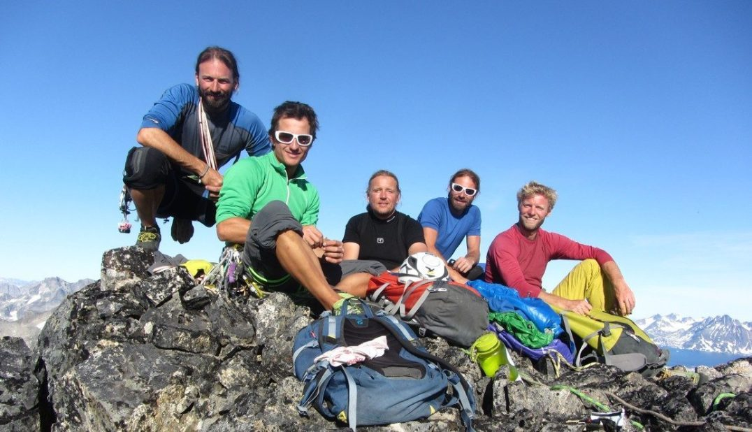 Andreas Nothdurfter, Daniel Kopp, Andy Holzer, Thomas Nothdurfter und Ulrich Lackner (v. l.) auf dem Gipfel des Mittivakkat (Bild: Andreas Nothdurfter)