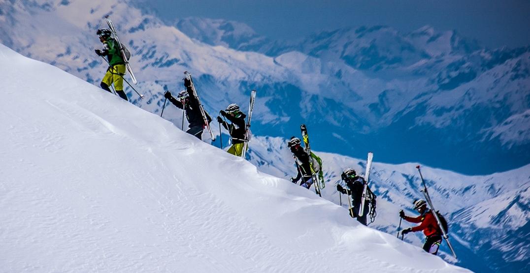 Die Athleten vom Team Dynafit in den slowenischen Alpen. Bild: Elias Lefas